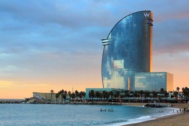 barcellona, spagna, sede delle catene alberghiere che hanno stipulato una nuova alleanza per accedere ai fondi UE per il turismo